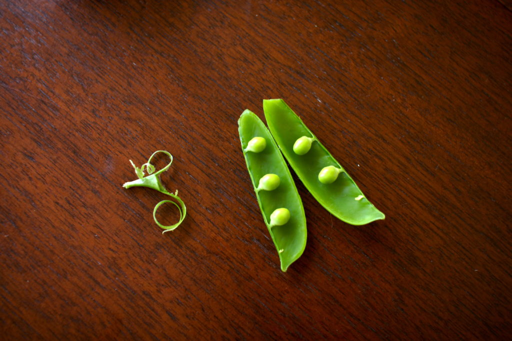 How to open a pea pod